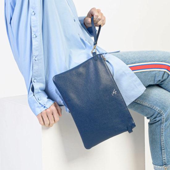 Bolso de mano piel azul Haria Naiara Elgarresta
